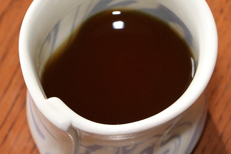 茶碗に注いだ